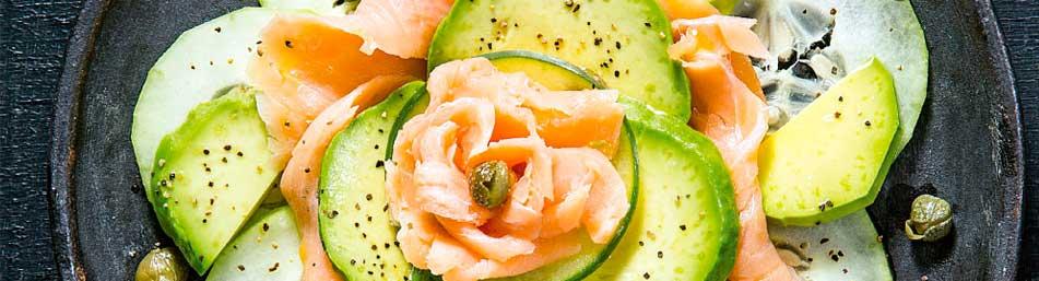 ensalada-fitness-aguacate-con-salmon